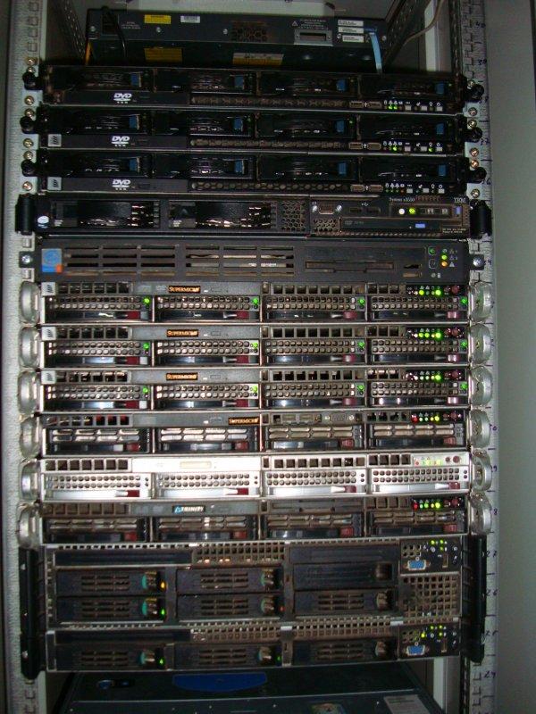 Каждая холодильная машина BlueBox мощностью 1800 кВт, состоит из 3-х компрессоров, работающих по схеме N+1...